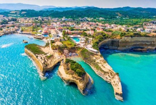 Április közepétől fogadja a turistákat Görögország