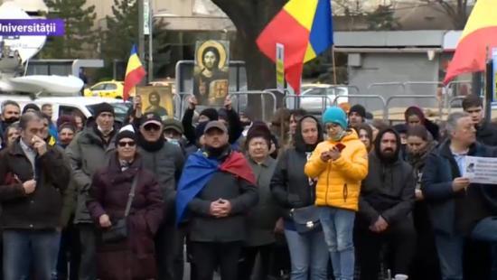 Bukarestben tüntettek a járvány miatt bevezetett intézkedések ellen
