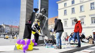 Csendes, visszafogott, de hatáskeltő akcióval tüntettek a független művészek