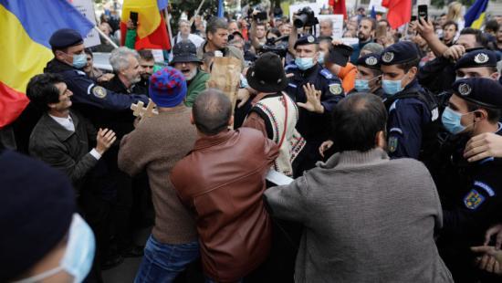 1300 bírság a keddi tüntetések résztvevőinek