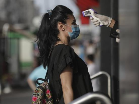 Közel ötezer új koronavírus-fertőzést igazoltak