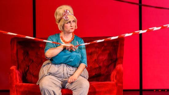 Karanténos online premier a román színházban