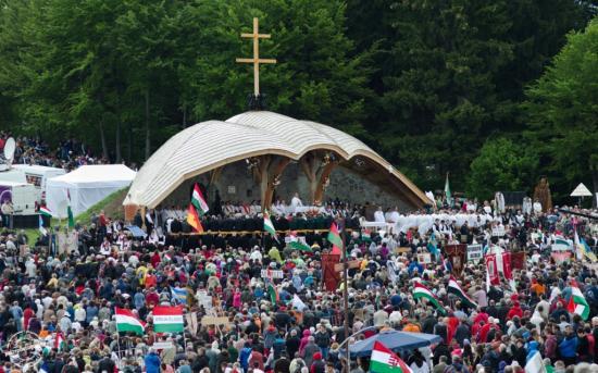 Csíksomlyói búcsú - A hegynyeregben tartják a pünkösdszombati nagymisét