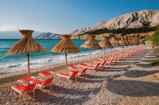 Óvatos nyitás - beoltott vagy negatív teszttel rendelkező turistákat fogadnak