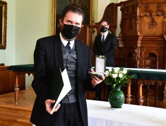 Átadták Buzogány Dezsőnek a magyar állami kitüntetést