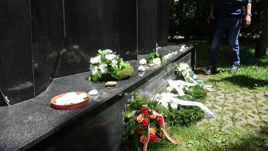 VIDEÓ - Deportáltakra emlékeztek a kolozsvári Holokauszt-emlékműnél