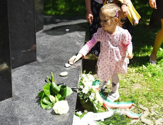 Deportáltakra emlékeztek a kolozsvári Holokauszt-emlékműnél