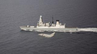 Figyelmeztető lövéseket adott le egy orosz hadihajó a Fekete-tengeren