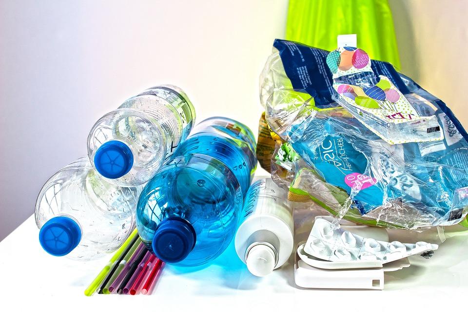 Bemutattak már enzimet, amely 10 óra alatt lebontja szinte a teljes műanyagpalackot