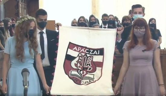 Elballagtak az Apáczai-líceum végzősei