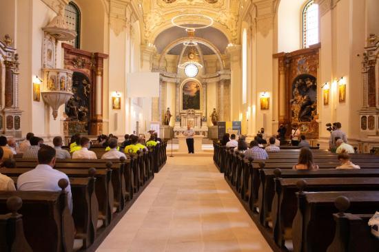 Átadták Szamosújváron a megújult római katolikus templomot és kolostort