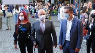 VIDEÓ - Gheorghiță és Boc megtekinti a TIFF oltóközpontot