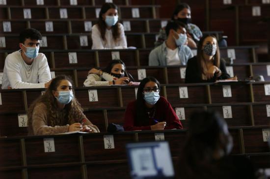 Eltérő járványellenes stratégiával készülnek a romániai egyetemek a 2021-2022-es tanévre