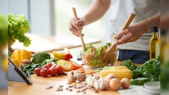 Több egészséges ételt eszünk, de a gyorsétkezdék is megélnek