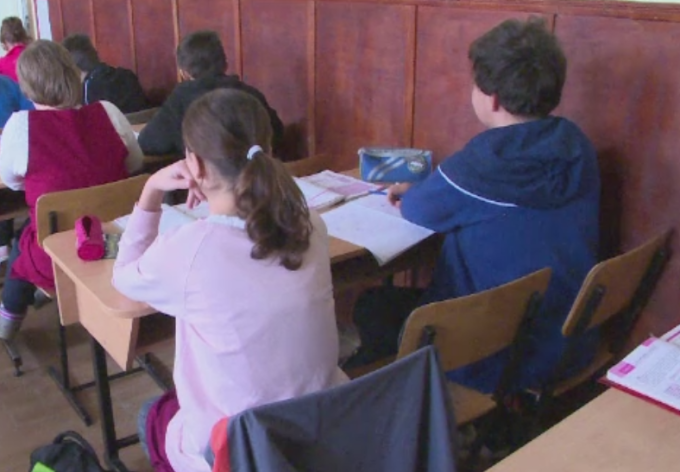 Az iskolák nyitva maradhatnak a 6 ezrelékes küszöbig