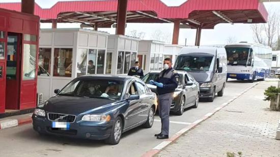 Kétórás a várakozási idő a nagylaki román-magyar határátkelőnél