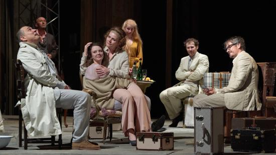 Csehov Cseresznyéskert című darabját mutatja be a magyar színház