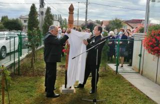 Kopjafát avattak az ékes énekek templomának kertjében