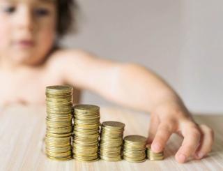Szenátus: januártól nőjön a gyermeknevelési pótlék
