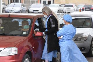Sokan választják az autós oltópontot az immunizálásra