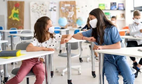 Mégsem térnek át távoktatásra 6 ezrelék fölött az iskolák (FRISSÍTVE)