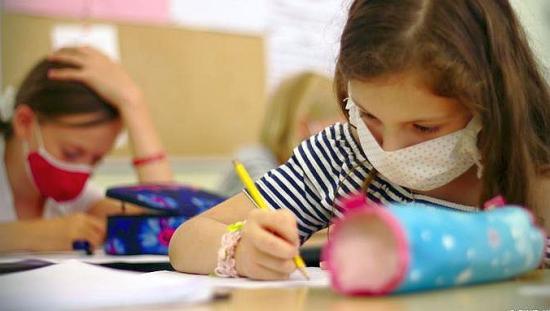 Csak az az osztály tér át online oktatásra, ahol igazolt fertőzött van