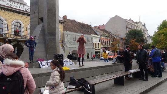 VIDEÓ - A megszorító intézkedések és az oltás kötelezővé tétele ellen tüntettek