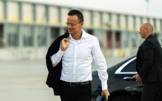 Szijjártó: Magyarország 50 beteget vesz át Romániától intenzív ellátásra