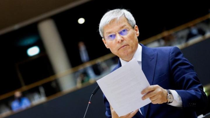 Cioloș egyszínű USR-kormány számára kért bizalmat a parlamenttől