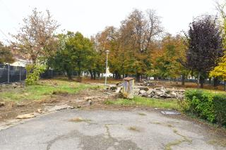 Megrekedtek a Hunyadi téri park felújítási munkálatai